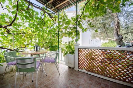 Für 3 Personen: Hübsches Apartment / Ferienwohnung in der Region Rab