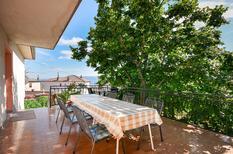Appartement 775990 voor 8 personen in Novi Vinodolski