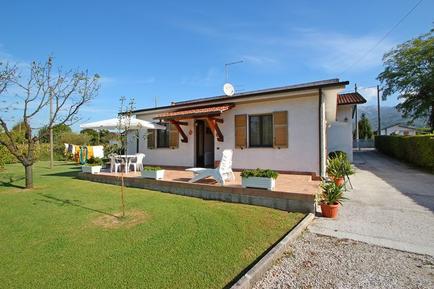 Gemütliches Ferienhaus : Region Cinquale für 4 Personen