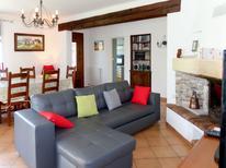Ferienhaus 795719 für 8 Personen in L'Isle-sur-la-Sorgue
