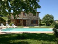 Ferienhaus 800982 für 8 Personen in San Severino Marche