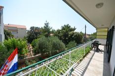 Appartement 808644 voor 8 personen in Brodarica
