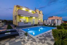 Ferienhaus 833715 für 10 Personen in Brodarica