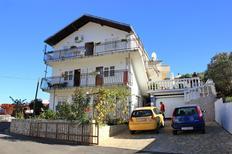 Appartement 834883 voor 9 personen in Mastrinka