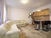 Vakantiehuis 837370 voor 12 personen in Balatonoszöd