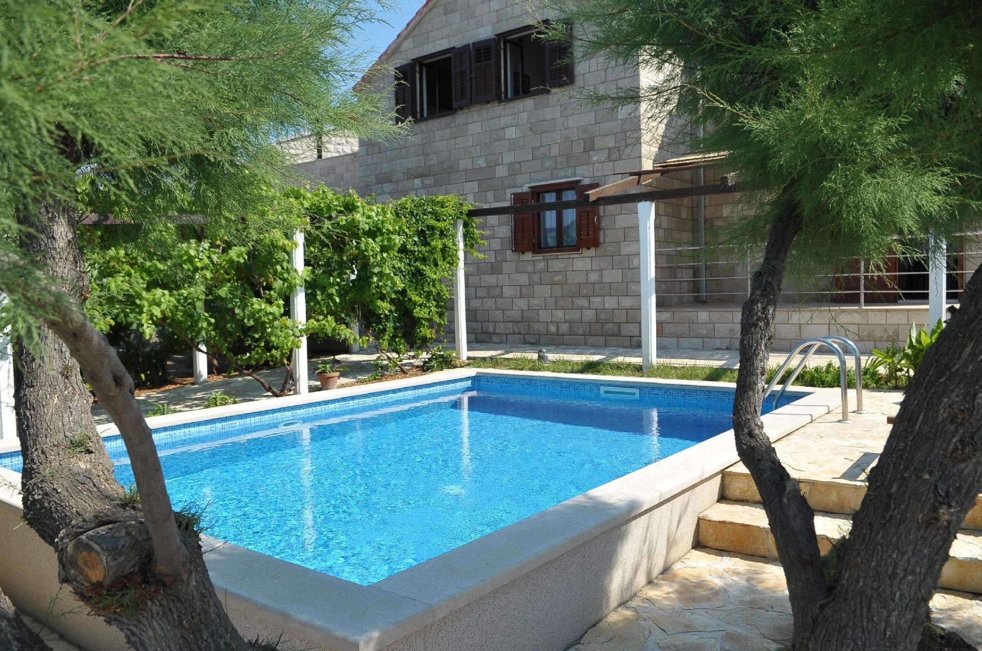 Großes Ferienhaus mit Garten, eigenem Pool,  Bauernhof