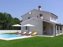 Ferienhaus 856376 für 8 Personen in Hreljici