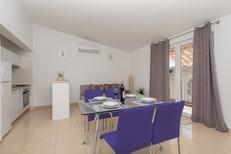 Appartement 861165 voor 4 personen in Baska Voda