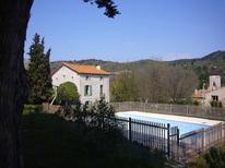 Casa de vacaciones 864558 para 10 adultos + 4 niños en Cascastel-des-Corbières
