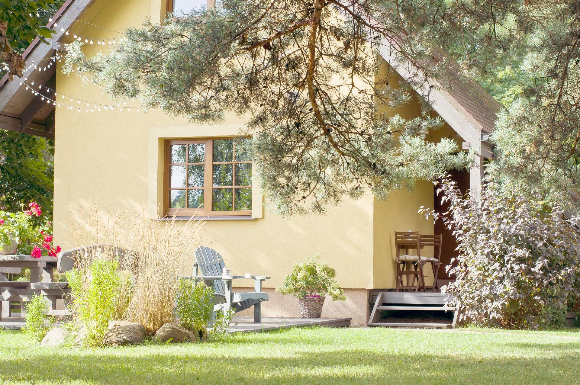 Ferienhaus mit rustikalem Charme und Garten auf abgeschlossenem Grundstück