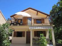 Appartement 882901 voor 4 personen in Karlobag
