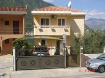 Ferienwohnung 884949 für 4 Personen in Dobrota