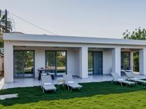 Semesterlägenhet 893260 för 4 personer i Agios Sostis