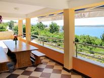 Ferienwohnung 906597 für 6 Personen in Starigrad-Paklenica