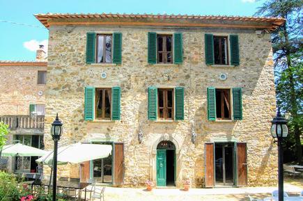 Gemütliches Ferienhaus : Region Bucine für 22 Personen