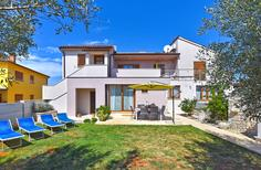 Appartement 916537 voor 4 personen in Fažana