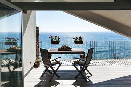 taormina ferienhaus ferienwohnung sizilien direkt am meer italien. Black Bedroom Furniture Sets. Home Design Ideas