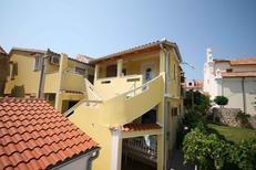 Appartement 925870 voor 5 personen in Baška
