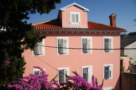 Für 4 Personen: Hübsches Apartment / Ferienwohnung in der Region Losinj