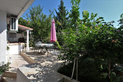 Für 4 Personen: Hübsches Apartment / Ferienwohnung in der Region Dalmatien