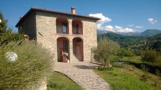 Gemütliches Ferienhaus : Region Camporgiano für 12 Personen