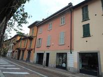 Appartement 932943 voor 4 personen in Como