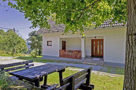 Gemütliches Ferienhaus : Region Plitvitzer Seen für 4 Personen
