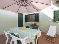 Ferienhaus 940655 für 2 Personen in Marina Di Massa