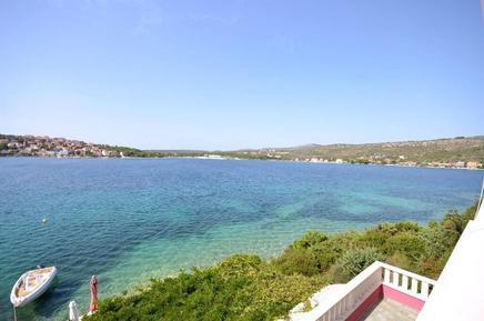 Für 12 Personen: Hübsches Apartment / Ferienwohnung in der Region Šibenik-Knin