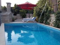Ferienwohnung 942377 für 4 Erwachsene + 2 Kinder in Makarska