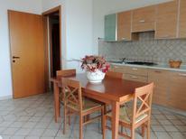 Appartement de vacances 942508 pour 2 personnes , Isola Rossa