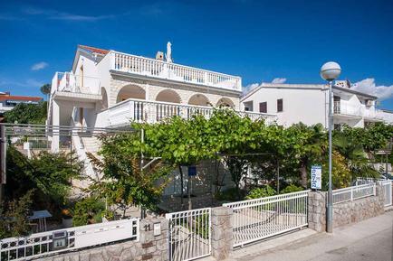 Für 5 Personen: Hübsches Apartment / Ferienwohnung in der Region Krk