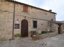 Appartement 951918 voor 5 personen in Petrella Guidi