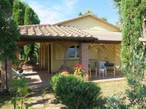 Ferienhaus 952351 für 4 Personen in Montescudaio