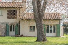 Villa 956066 per 3 adulti + 1 bambino in Viareggio