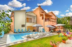 Appartement 957367 voor 8 personen in Fažana