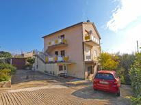 Appartement 957634 voor 2 personen in Fažana-Surida