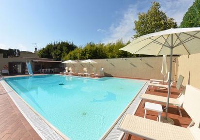 Gemütliches Ferienhaus : Region Montecarlo für 8 Personen