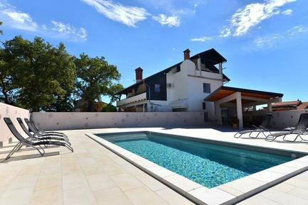 Für 9 Personen: Hübsches Apartment / Ferienwohnung in der Region Istrien