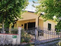 Villa 976826 per 5 persone in Capanne-Prato-Cinquale