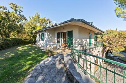 Gemütliches Ferienhaus : Region Gardasee für 9 Personen