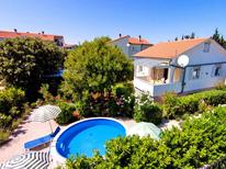Appartamento 981894 per 5 persone in Pinezići