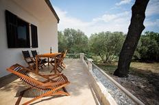 Casa de vacaciones 982062 para 3 adultos + 2 niños en Kaštel Novi