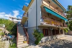 Appartement de vacances 982941 pour 5 personnes , Crikvenica