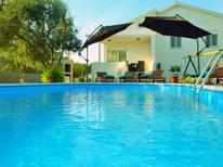 Casa de vacaciones 999273 para 8 personas en Privlaka